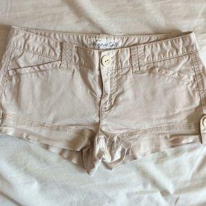 Aeropostale short shorts in cream